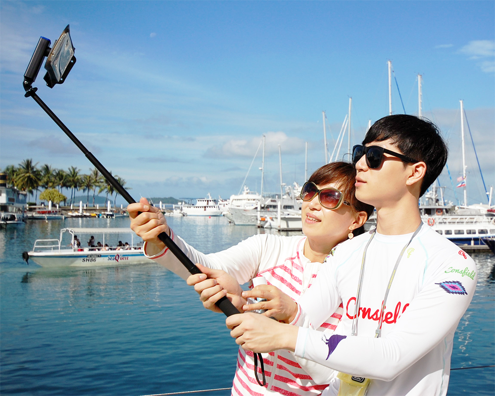 Dicapac_action_float_selfie_stick